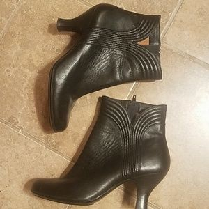 Sharp leather booties by Sofft